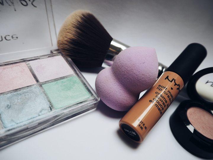 cosmetics-eyeshadow-lipstick-234220